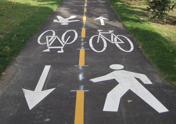 a graphic showing 'mixed crossride' symbol on a multi use path