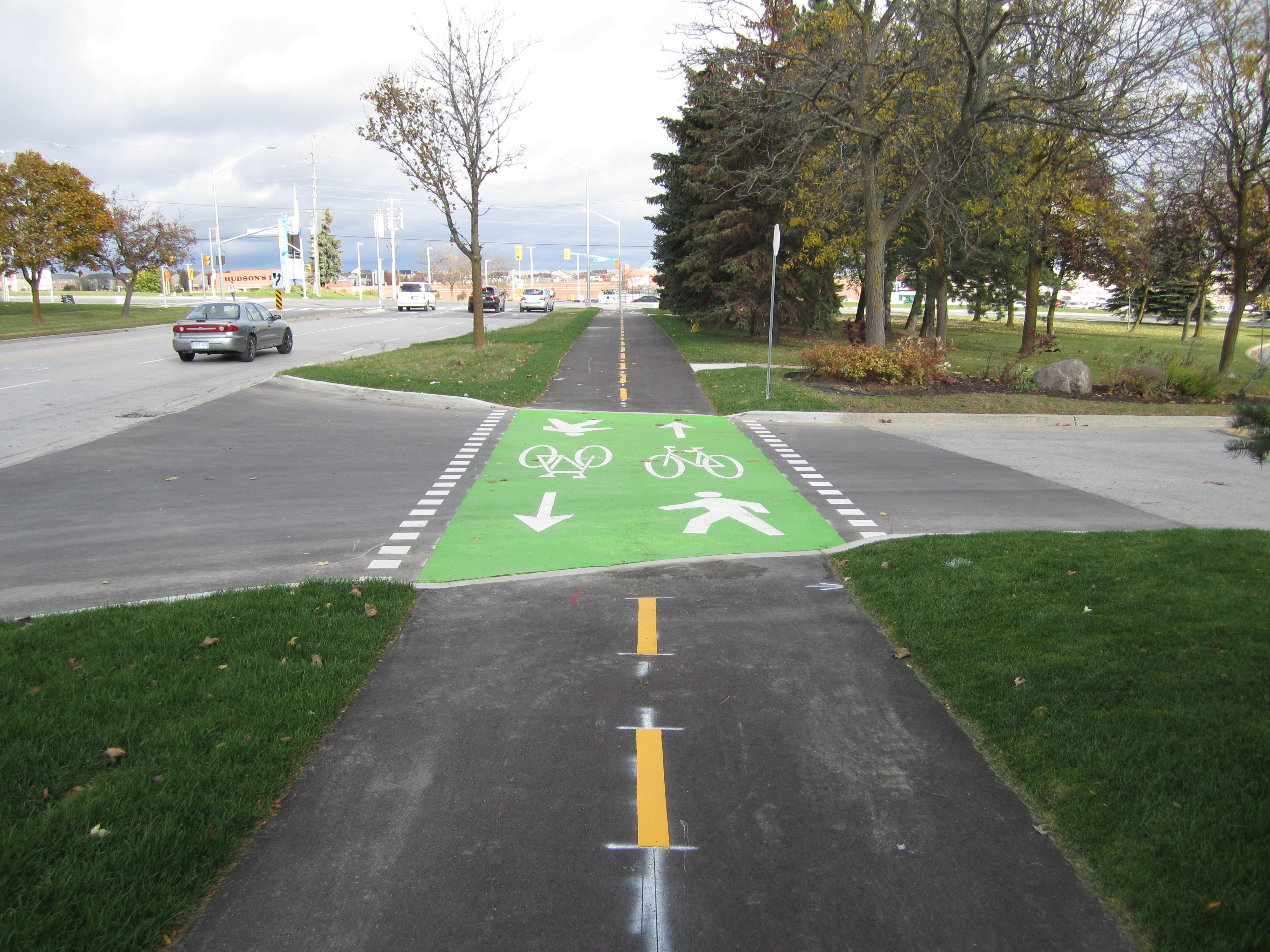 A picture of a multi use path on eagle st west looking northbound