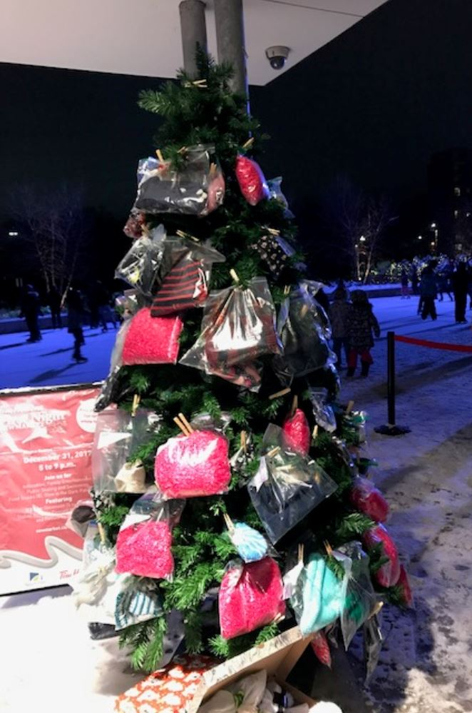image of mitten christmas tree